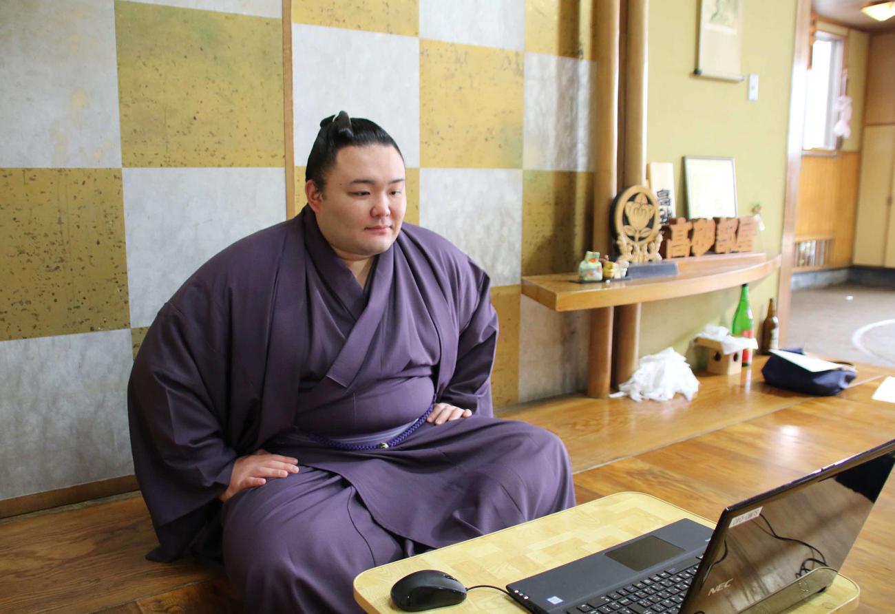リモート会見で取材に応じる朝乃山(2020年7月6日撮影)