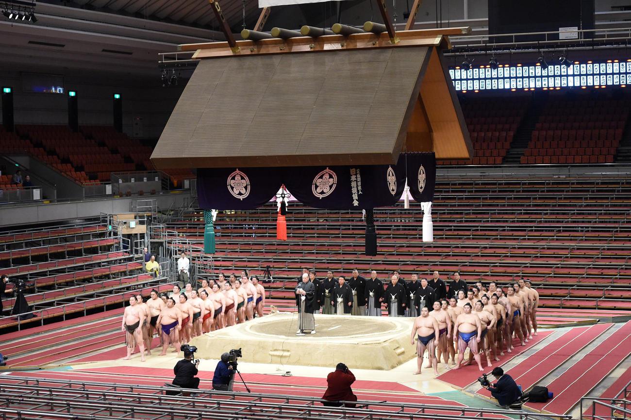 今年3月、大阪場所千秋楽で協会挨拶を行う八角理事長