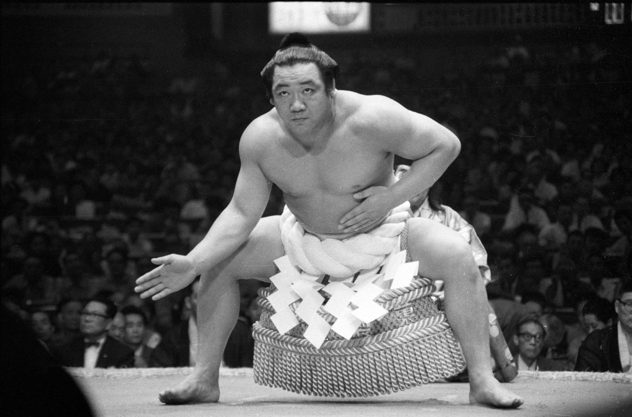 土俵入りする栃ノ海(1965年7月撮影)