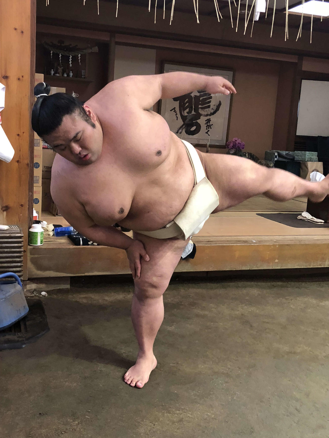 四股を踏む貴景勝(日本相撲協会提供)
