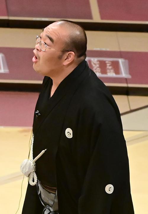 物言いの説明に…物言い?/写真リプレー - 大相撲ライブ速報写真 ...