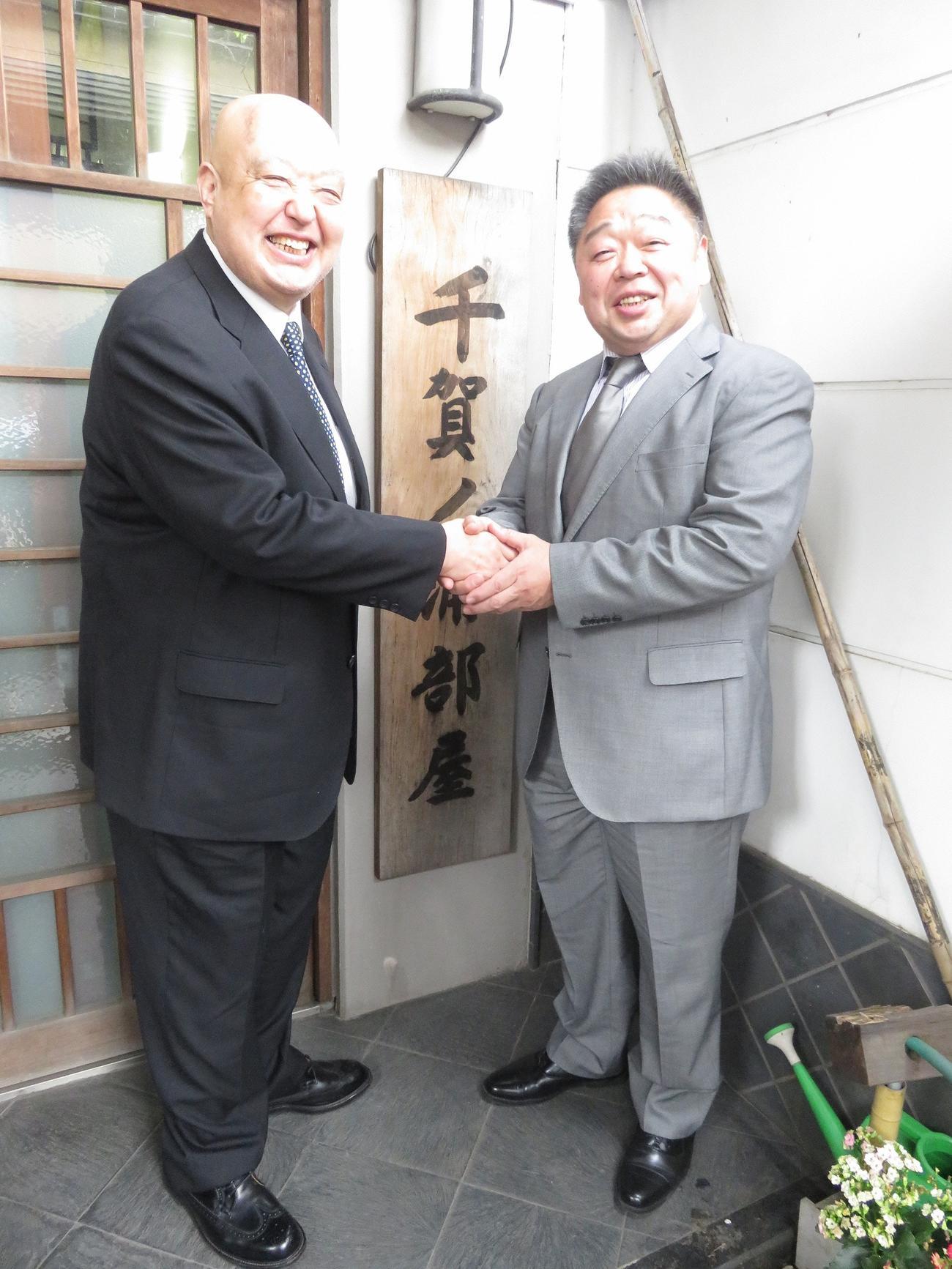 左が千賀ノ浦親方(元関脇舛田山)、右は常盤山親方(元小結隆三杉)(2016年4月8日)