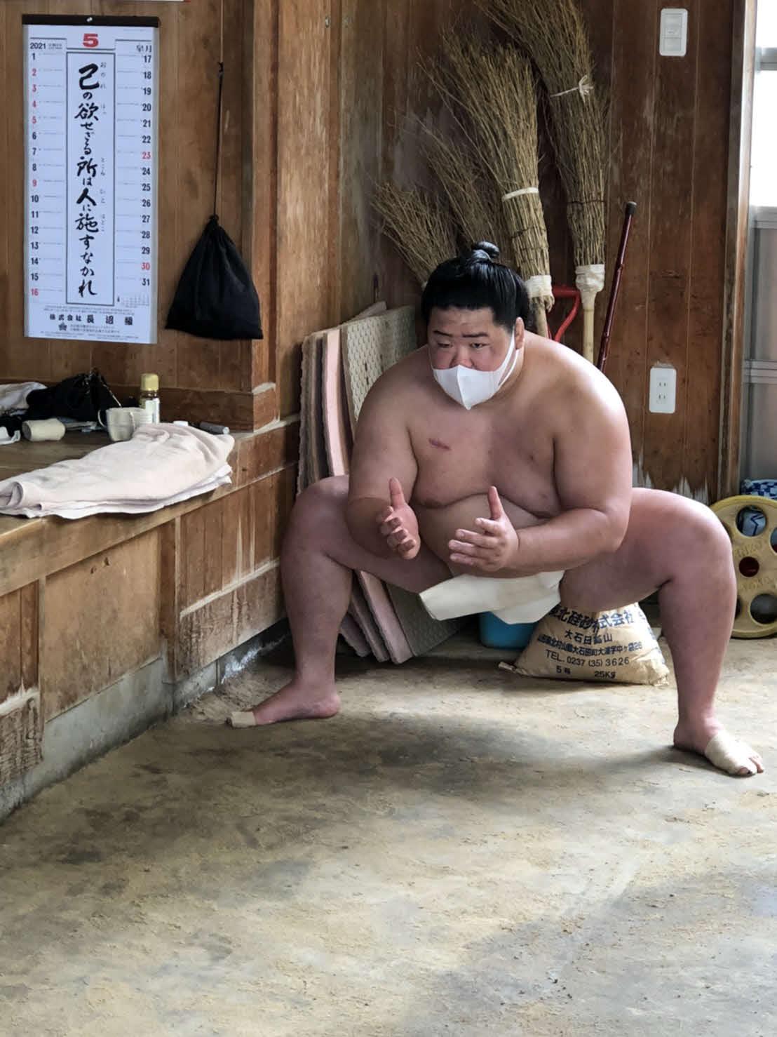 夏場所に向けてマスクを着用しながら稽古に励む明生(日本相撲協会提供)