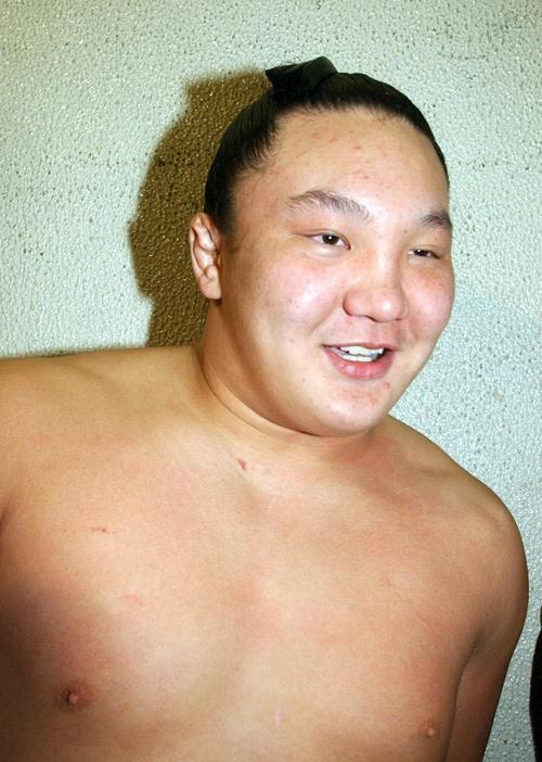 03年11月、6連勝で十両昇進を確実にして笑顔
