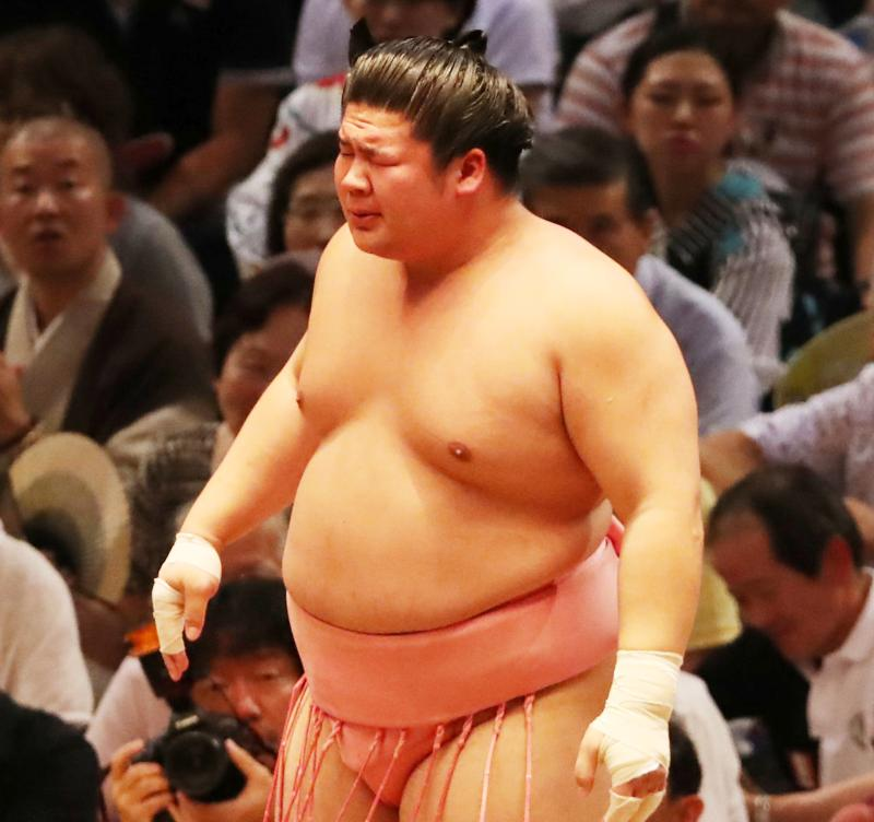 nikkansport.com @ mobile宇良2連勝 相手の指が左目に入ってもお構いなし