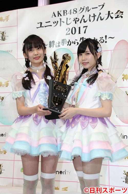 fairy w!nkの荒巻美咲(左)と運上弘菜(2017年9月24日撮影)