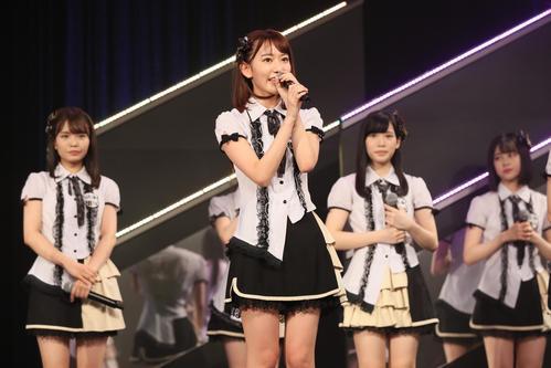 HKT劇場公演で歌う宮脇咲良(C)AKS