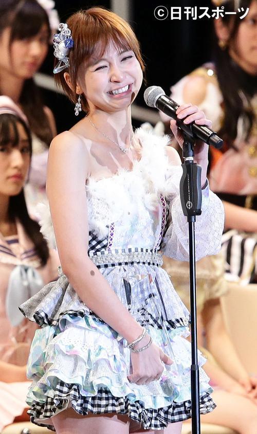 13年6月、卒業を発表し号泣する篠田麻里子