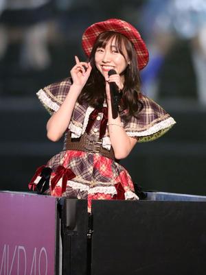 総選挙前のコンサートで、ファンの声援に応えながら歌う須田亜香里(撮影・林敏行)