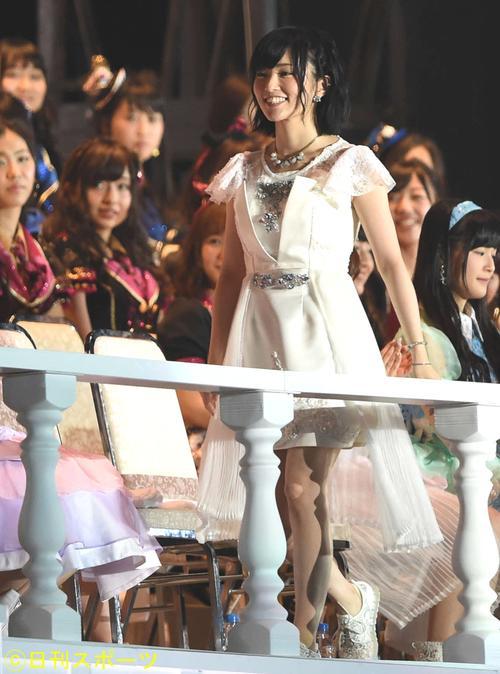 第7回AKB48選抜総選挙 6位山本彩は笑顔でスピーチに向かう(2015年6月6日撮影)