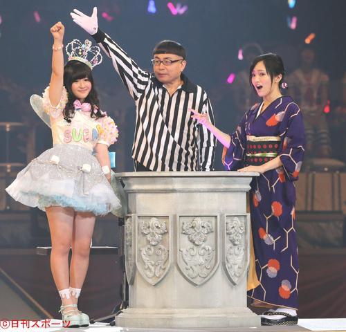 第6回AKB48じゃんけん大会 佐藤妃星(左)に敗れる山本彩(2015年9月16日)