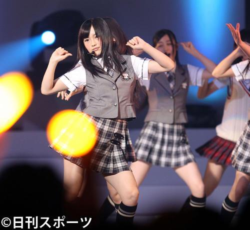 開票イベントでパワフルなステージを見せる(2011年6月9日撮影)