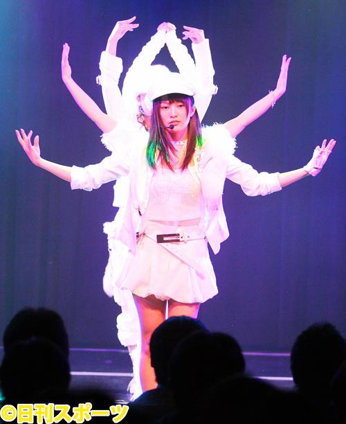 2012年の正月公演で千手観音を披露(2012年1月3日撮影)