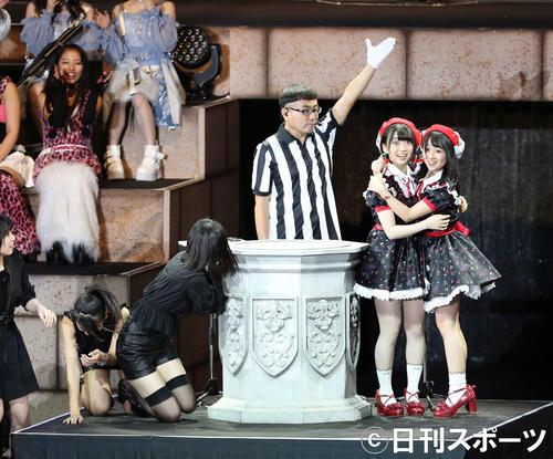 AKB48グループ第2回ユニットじゃんけん大会決勝で勝利し驚きの表情を見せるFortune cherry(右)(撮影・久永壮真)