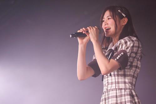 卒業公演で歌うNGT48長谷川玲奈(C)AKS