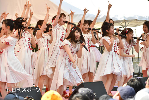 「TOKYO IDOL FESTIVAL」でミニライブをするNGT48(撮影・柴田隆二)