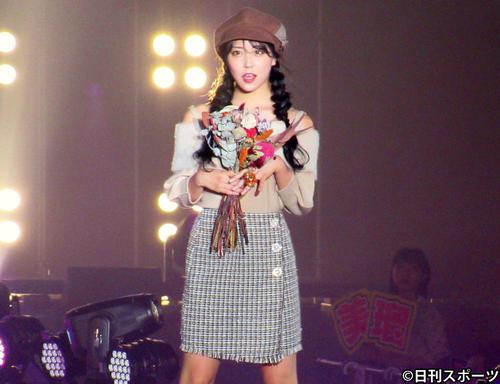 「関西コレクション2019 AUTUMN&WINTER」の1回目のファッションステージに登場したNMB48の白間美瑠(撮影・星名希実)