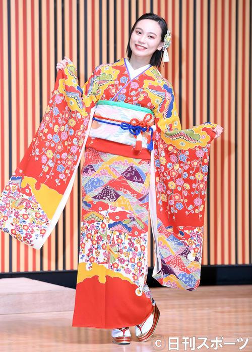 艶やかな振り袖姿を披露したHKT48豊永阿紀(撮影・たえ見朱実)