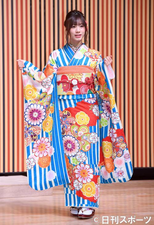 艶やかな振り袖姿を披露したHKT48深川舞子(撮影・たえ見朱実)