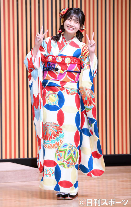 艶やかな振り袖姿を披露したHKT48松岡はな(撮影・たえ見朱実)