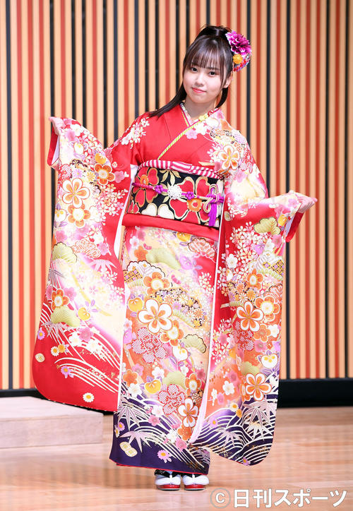 笑顔を振りまき振り袖姿を披露したHKT48山内祐奈(撮影・たえ見朱実)
