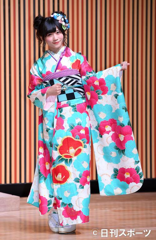 艶やかな振り袖姿を披露したNMB48菖蒲まりん(撮影・たえ見朱実)