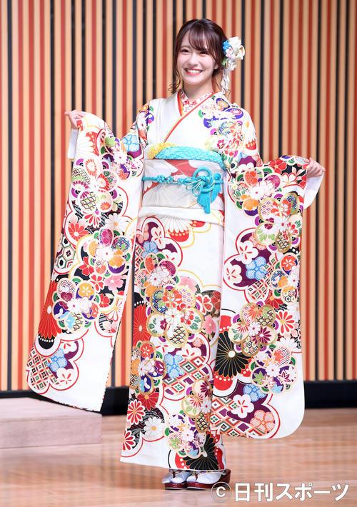 艶やかな振り袖姿を披露したNMB48小嶋花梨(撮影・たえ見朱実)