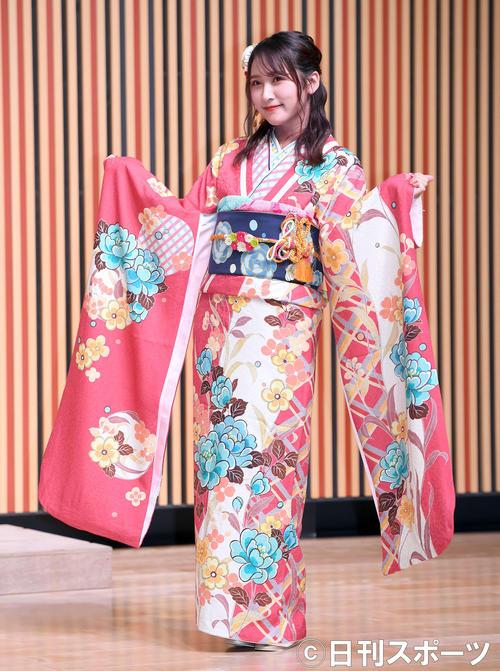 艶やかな振り袖姿を披露したNMB48明石奈津子(撮影・たえ見朱実)