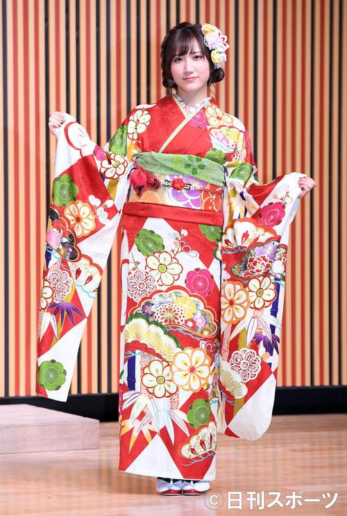 艶やかな振り袖姿を披露したNMB48西澤瑠莉奈(撮影・たえ見朱実)