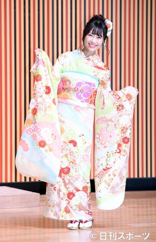 艶やかな振り袖姿を披露したNMB48坂本夏海(撮影・たえ見朱実)