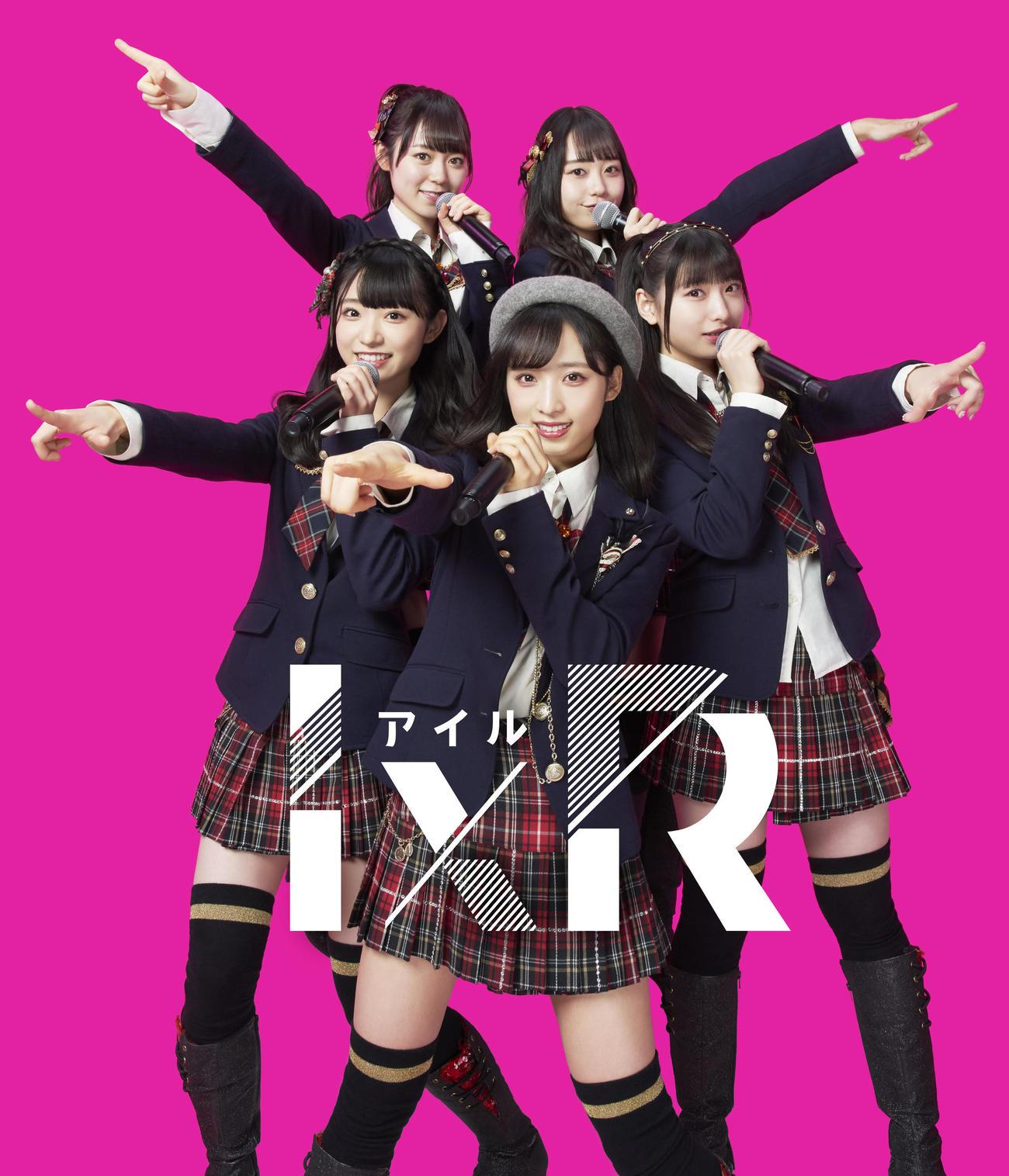 「VR SQUARE」とのコラボキャンペーンを実施中のAKB48の新ユニット「I×R」。前列左から山内瑞葵、小栗有以、久保怜音、後列左から西川怜、大盛真歩(C)AKB48