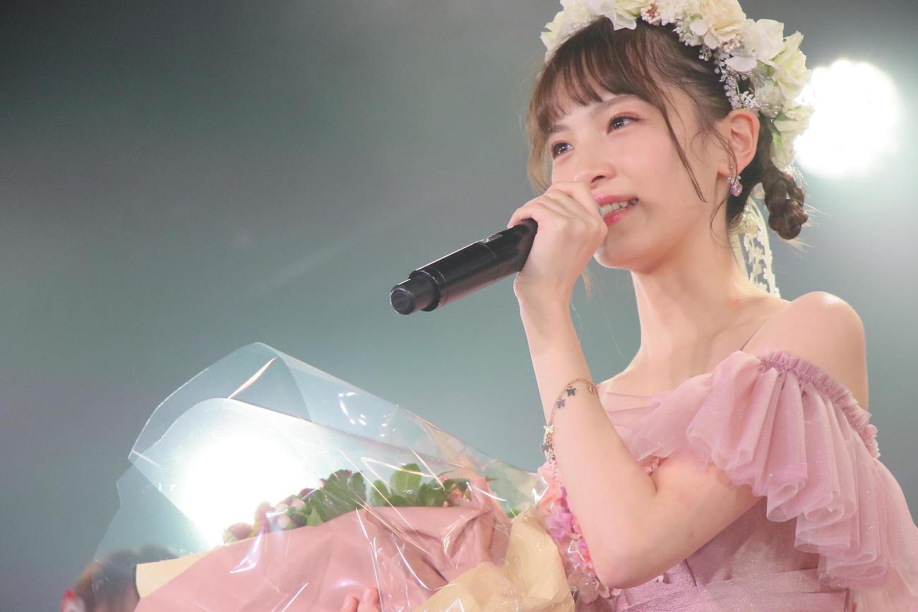 卒業公演でピンクのドレス姿で歌うNGT48太野彩香(C)Flora