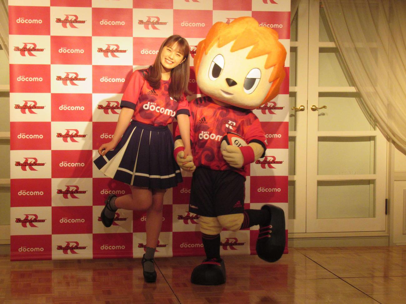 NTTドコモレッドハリケーンズの公式アンバサダーに就任したNMB48渋谷凪咲(撮影・星名希実)
