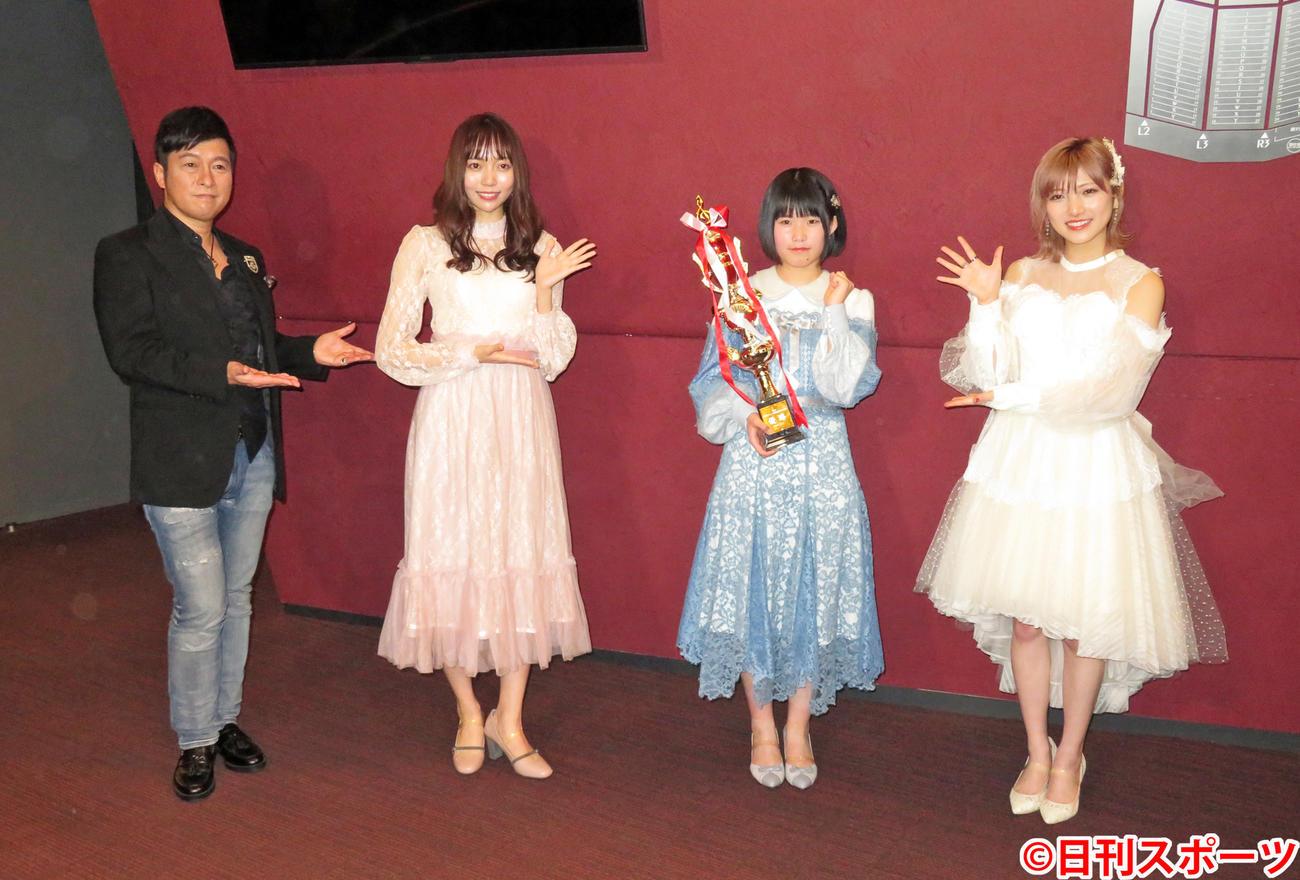 「第3回AKB48グループ歌唱力No.1決定戦」で優勝したSTU48池田裕楽(左から3人目)。左からゴスペラーズ黒沢薫、SKR48野島樺乃、1人おいてAKB48/STU48岡田奈々(撮影・横山慧)