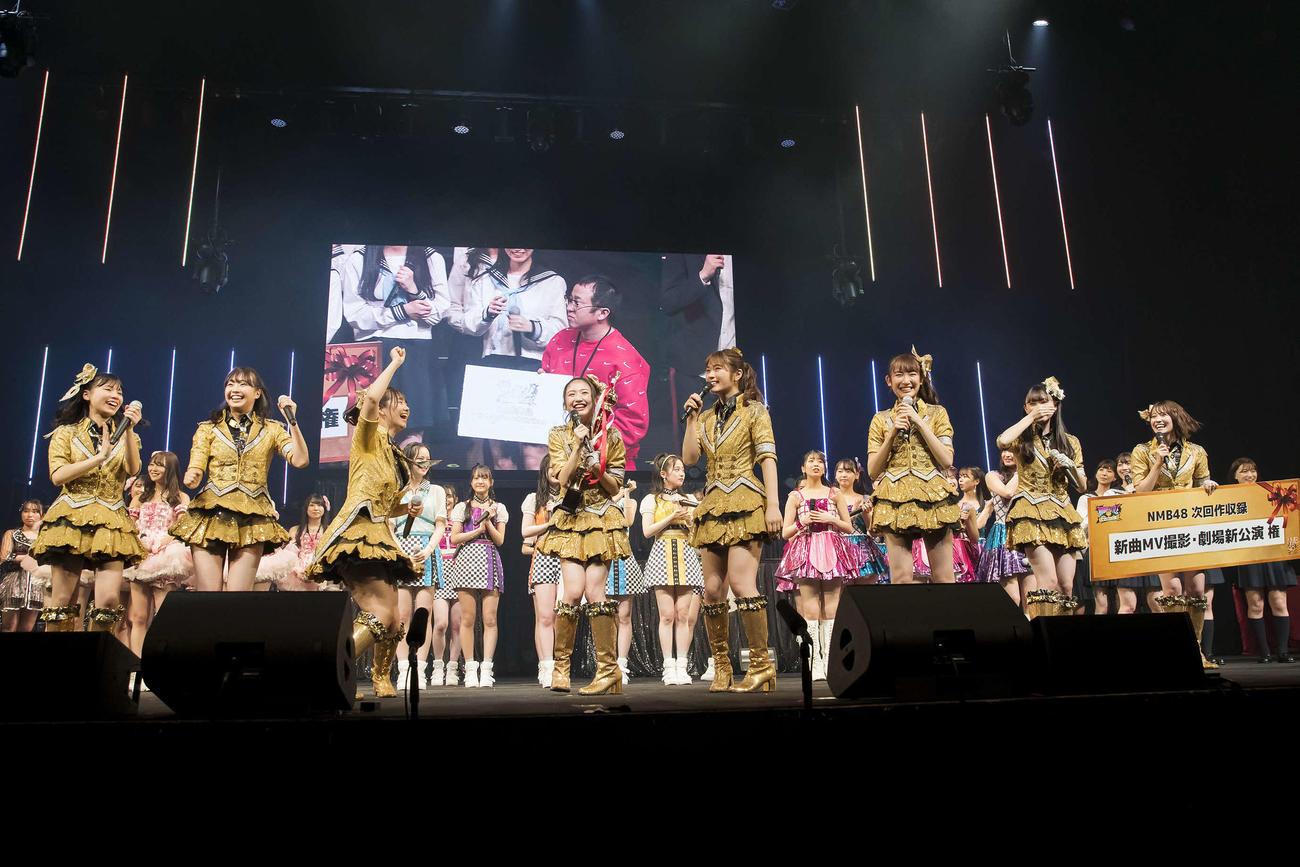 「NAMBATTLE~戦わなNMBちゃうやろっ!~」の決勝大会で、優勝した「きゅんmart」のメンバー(C)NMB48