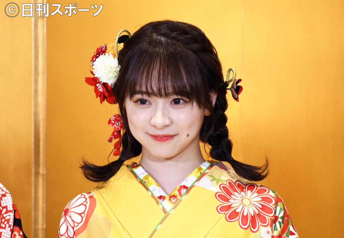 AKB48新成人メンバー成人式で取材に応じた倉野尾成美(撮影・大友陽平)