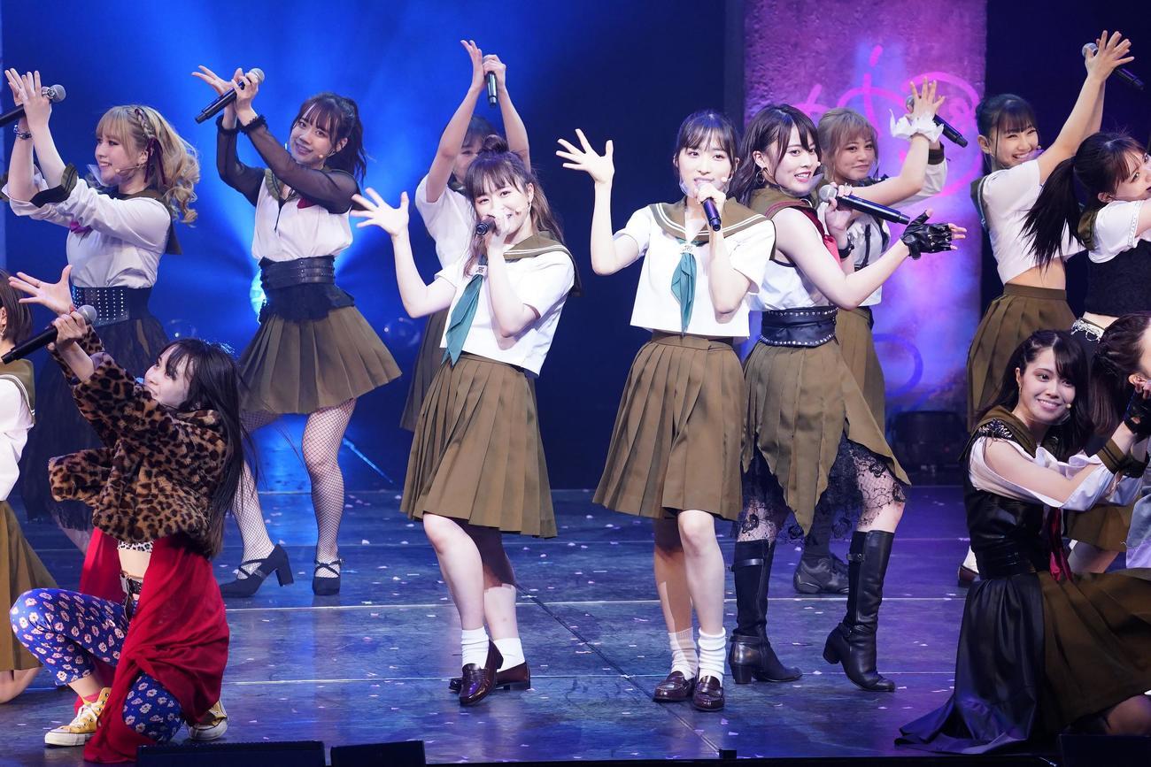 結成7周年を迎え集結したAKB48チーム8(C)AKB48