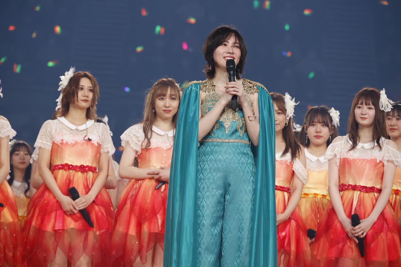 卒業コンサート夜公演でスピーチする松井珠理奈(中央)(C)2021 Zest,Inc./AEI