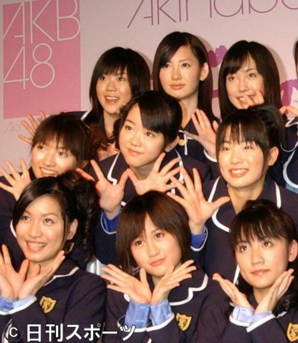 CDデビューするAKB48。中央は峯岸みなみ=06年2月