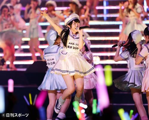 「AKB48グループ研究生コンサート ~推しメン早い者勝ち~」 元気いっぱいのステージを見せる峯岸みなみ=13年6月