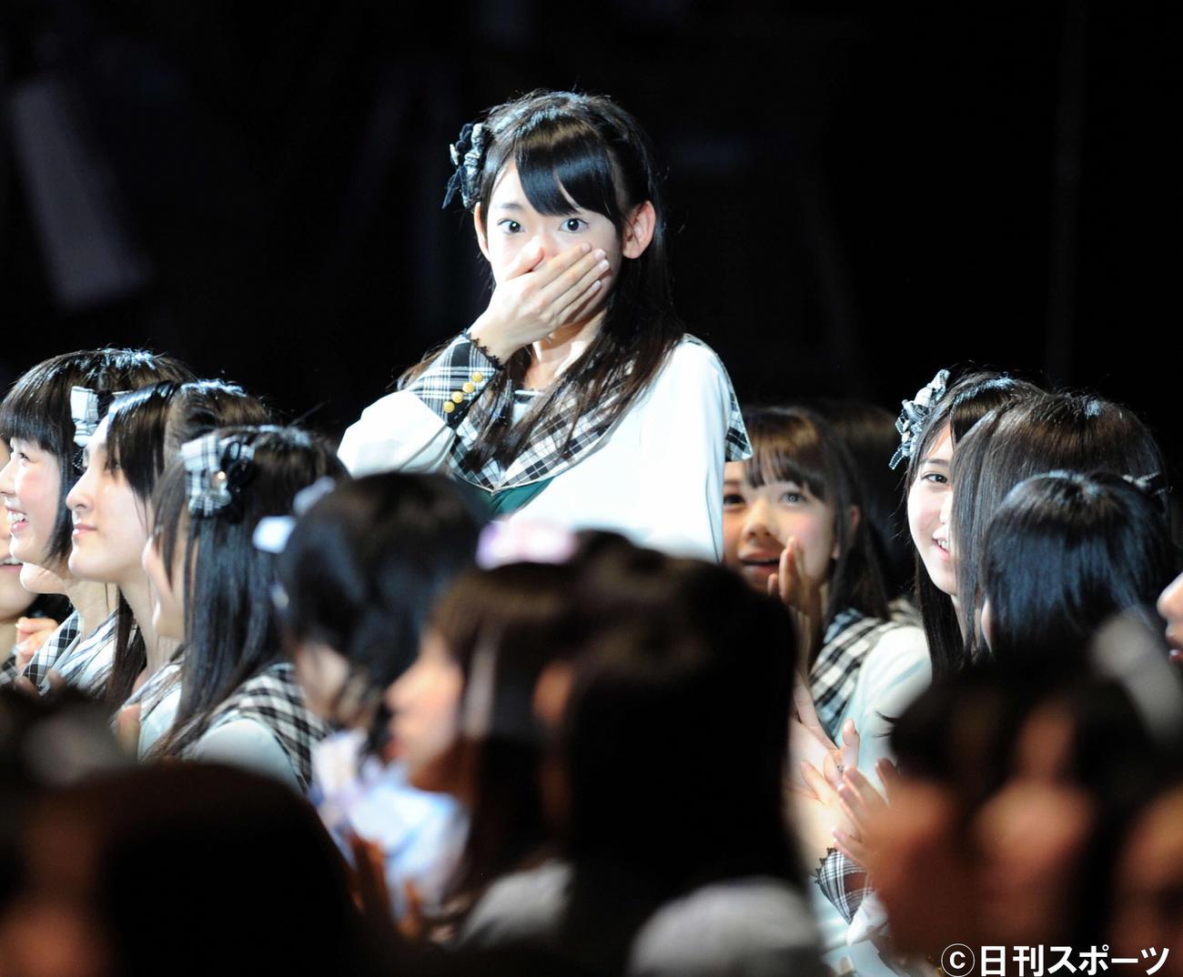 第4回AKB48選抜総選挙開票イベント 驚くHKTの宮脇咲良(2012年6月撮影)