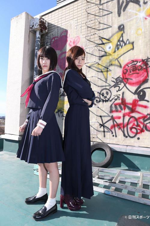 日本テレビ系ドラマ「マジすか学園4」関連 「マジすか学園4」主演の宮脇咲良と島崎遥香(2014年12月撮影)