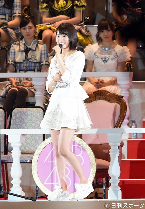 第7回AKB48選抜総選挙開票イベント スピーチする7位の宮脇咲良(2015年6月撮影)