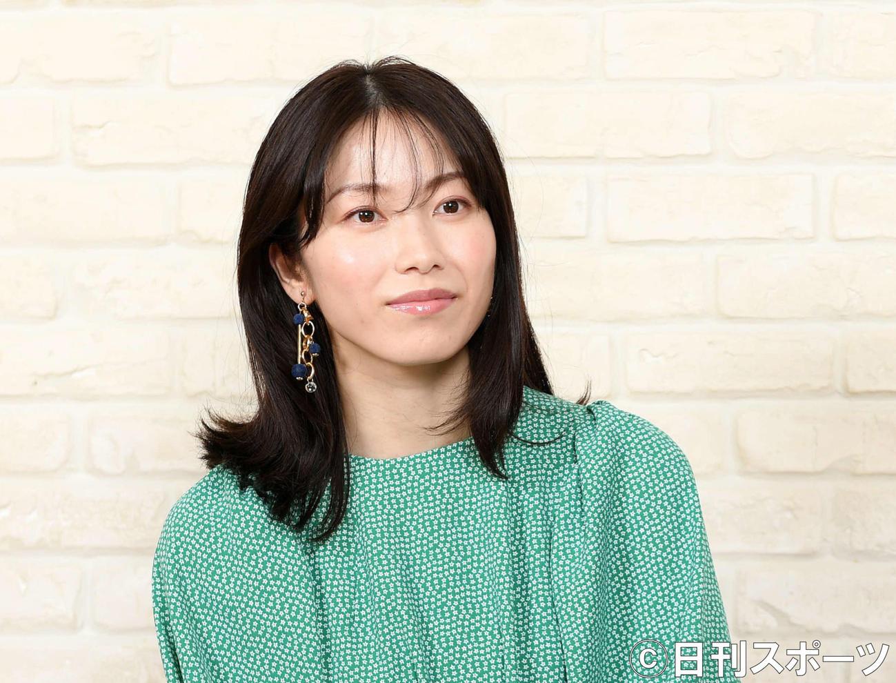 横山由依(2021年7月撮影)