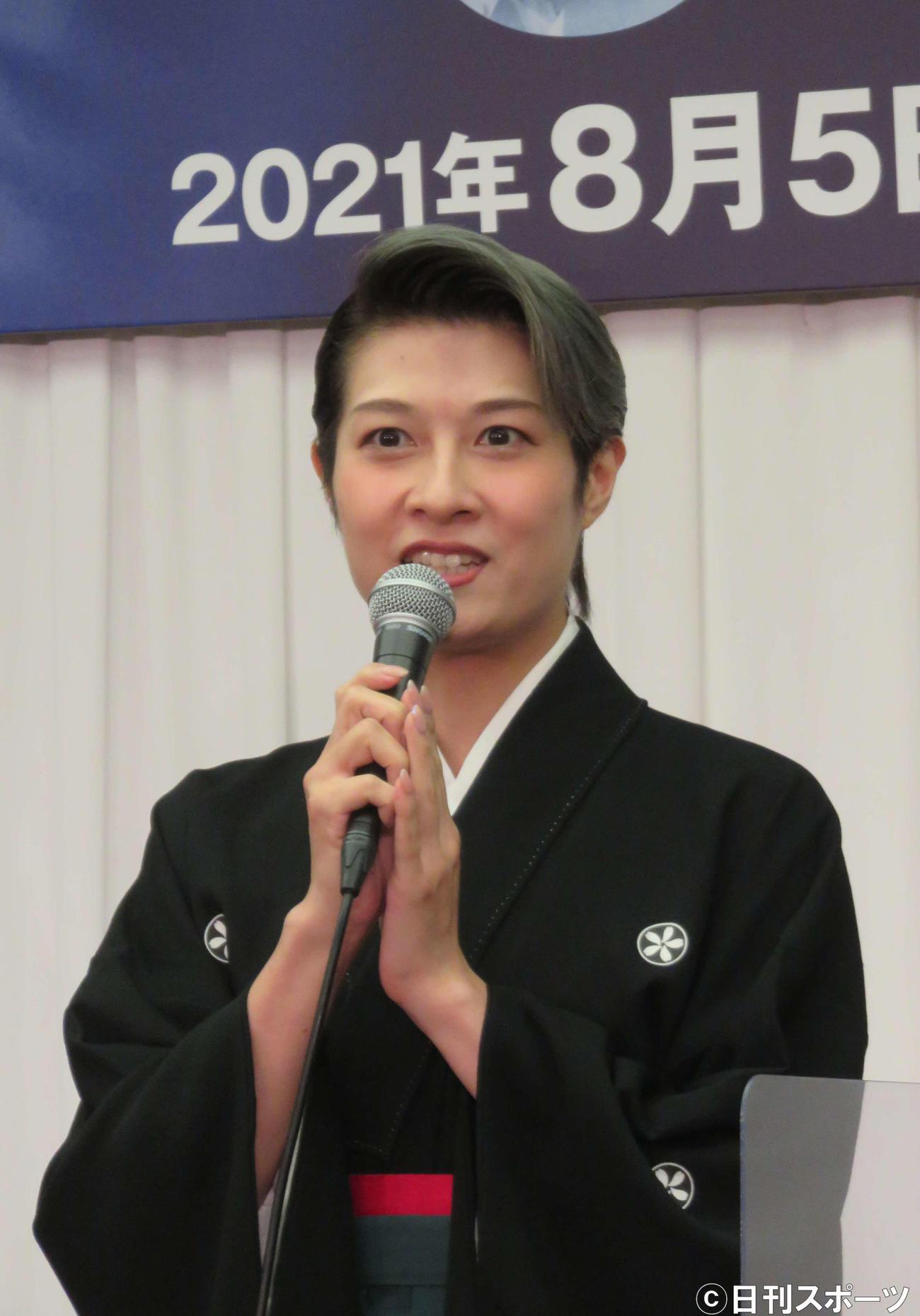OSK日本歌劇団「レビュー夏のおどり『STARTt』」の制作会見に出席したトップスター楊琳