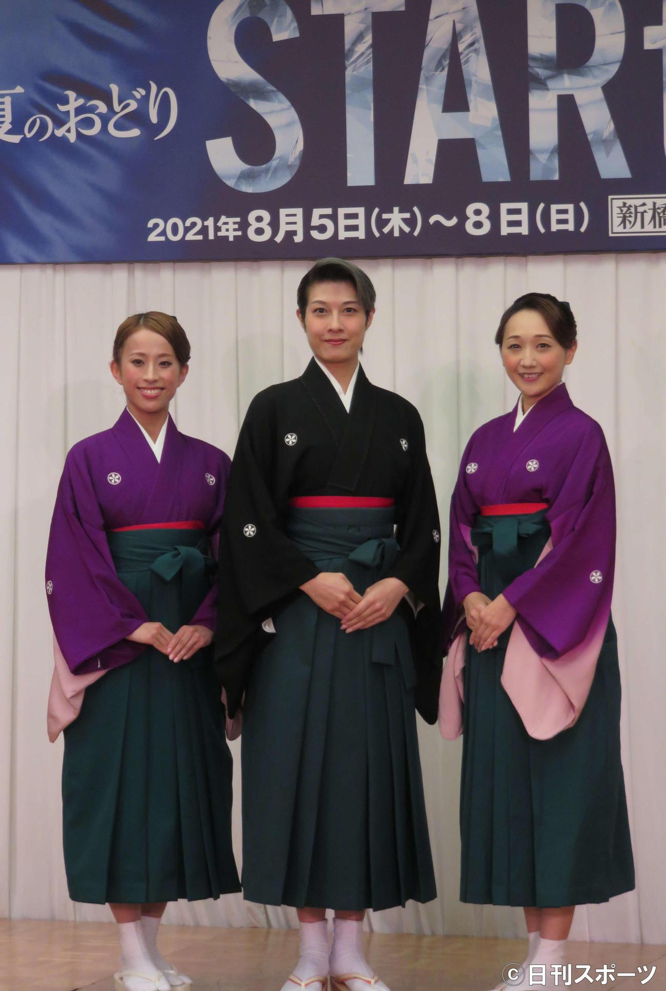 OSK日本歌劇団「レビュー夏のおどり『STARTt』」の制作会見に出席した、左から千咲えみ、楊琳、舞美りら