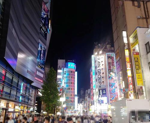 お盆休みで閑散としているかと思いきや、多くの人でにぎわっていた歌舞伎町。ただ近年、個人的には酒席や会合への参戦欲が激減。1人で吉野家に入る時間を大切にするようになっている