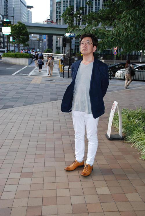 街に出て取材を重ねる中村淳彦氏(撮影・松浦隆司)