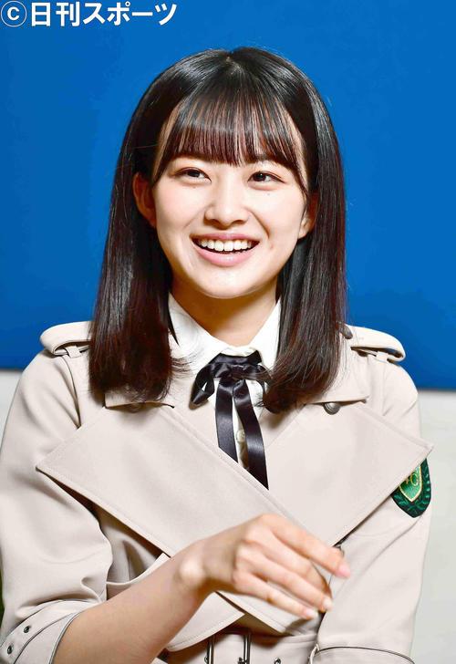 インタビューで笑顔を見せる欅坂46の原田葵(撮影・小沢裕)