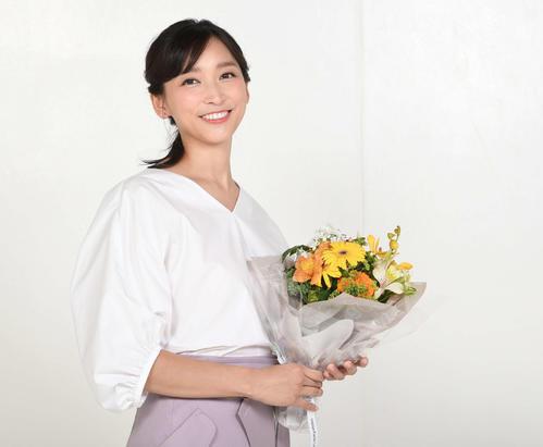 日本テレビ「偽装不倫」に主演する杏はカメラに優しい笑顔を向ける(撮影・鈴木みどり)